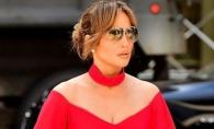Diva il cucereste cu... ROSU! Jennifer Lopez, extrem de sexy la intalnirea cu iubitul sau - FOTO
