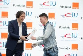 Fundatia Orange a oferit circa 500 de burse tinerilor din institutiile de tip internat