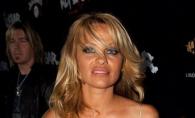 Senzationala la 49 de ani! Pamela Anderson a pozat in lenjerie intima - FOTO