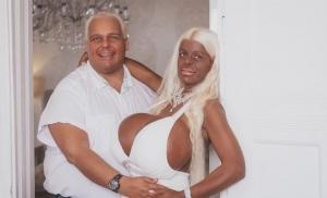 Femeia cu cele mai mari implanturi mamare din Europa. Cum arata corpul ei si ce are de gand sa-si mai faca - VIDEO