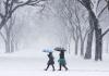 Fericite sau nu prea? Cum le-a prins iarna din aprilie pe vedetele noastre - VIDEO