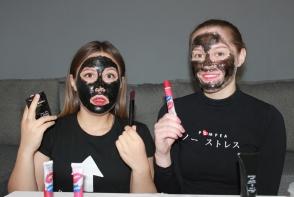 Si-au pus celebra masca neagra pe fata, dar au regretat imediat! Afla adevarul despre cele mai in voga produse de frumusete - VIDEO