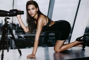 Beyonce nu renunta la sedintele foto provocatoare! Vezi cat de sexy si-a etalat burtica - FOTO