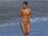 In reviste are o silueta perfecta, insa la plaja corpul ei arata cu totul altfel. Kim Kardashian, cu fundul plin de celulita - FOTO