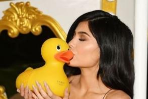 Kylie Jenner, intr-o rochie periculos de scurta! Uite cat de bine ii pune silueta in valoare - FOTO