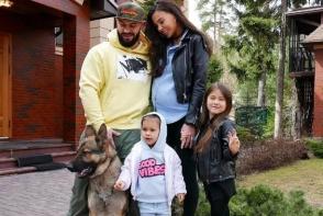 GeeGun a devenit din nou tatic. Deja a publicat prima poza cu mezina familiei! Cu cine seamana micuta - FOTO