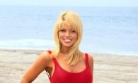 La 49 de ani, a imbracat din nou faimosul costum de baie rosu. Cum arata Donna D'Errico din Baywatch - FOTO