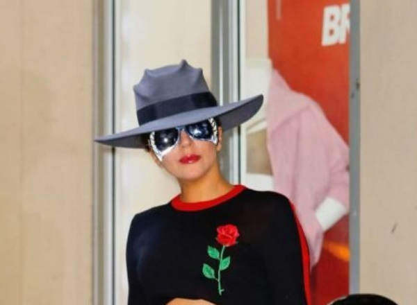 Lady Gaga, intr-o tinuta chic, pe strazile din New York. Cum a fost surprinsa - FOTO