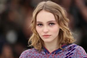 Fiica lui Johnny Depp, frumoasa ca o zeita din Grecia Antica pe covorul rosu de la Cannes. Cum a aparut - FOTO