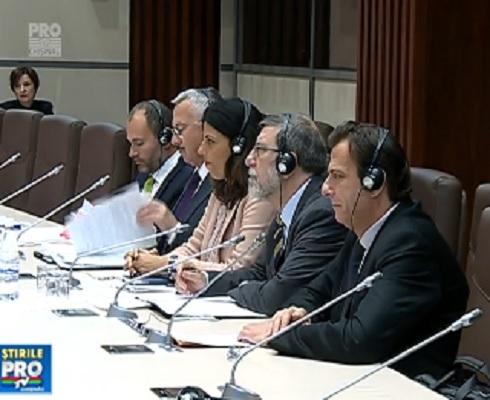Reprezentantii comisiei de la Venetia s-au interesat de proiectul lui Dodon, care vrea mai multa putere, ca sa poata dizolva Parlamentul. Expertii s-au intalnit cu mai multi deputati - VIDEO