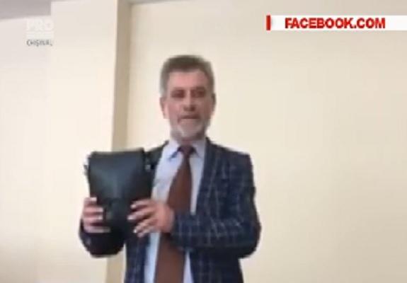 O borseta pentru muzeul Parlamentului. Asta au adus in legislativ deputatii liberal-democrati - VIDEO