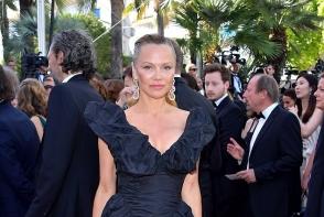 Este o actrita celebra si a aparut asa la Festivalul de Film de la Cannes! Nimeni nu a recunoscut-o - FOTO