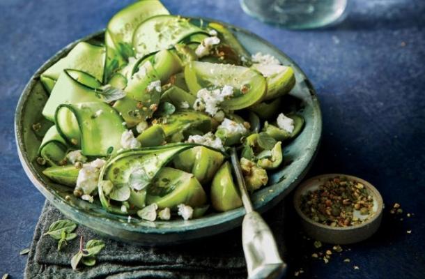 Salata greceasca din castraveti, un deliciu in zilele calduroase de vara
