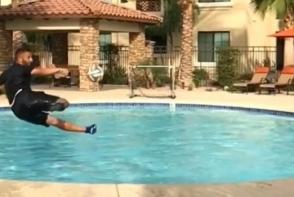 Acest baiat te cucereste dintr-o singura miscare! Vezi clipul care a devenit viral pe internet - VIDEO