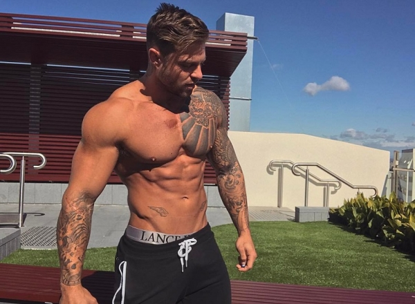 El este cel mai sexy antrenor de fitness in viata! Face valva de fiecare data cand intra in sala - FOTO