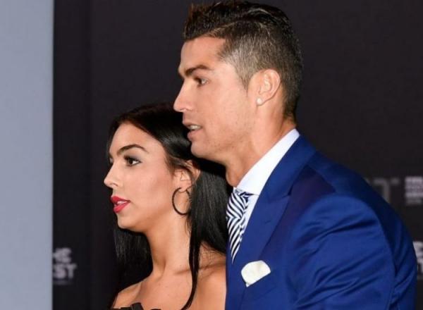 E firesc ca l-a cucerit Iubita lui Ronaldo le-a aratat tuturor
