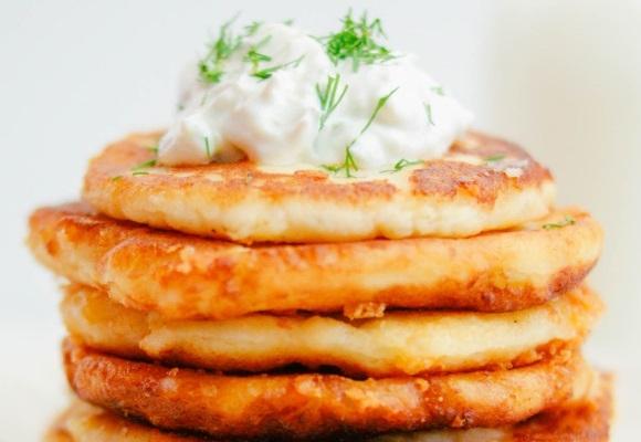 Clatite din piureu de cartofi, cea mai simpla gustare!