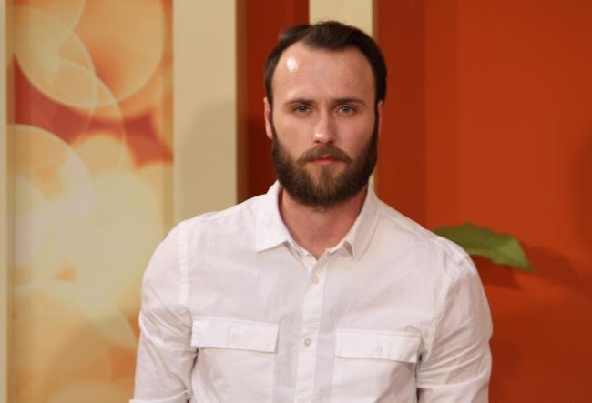 "Senzualitate si sex in cartea de debut a tanarului scriitor Radu Poclitari, ""Hymen"" - VIDEO"