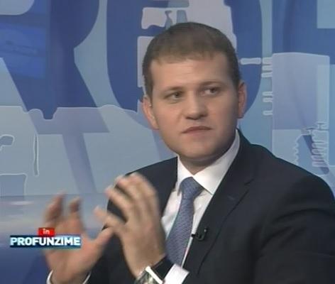 Liberalul Valeriu Munteanu i-a adus un pres lui Igor Dodon in studioul emisiunii In Profunzime, facand aluzie la subordonarea presedintelui in fata democratilor- VIDEO