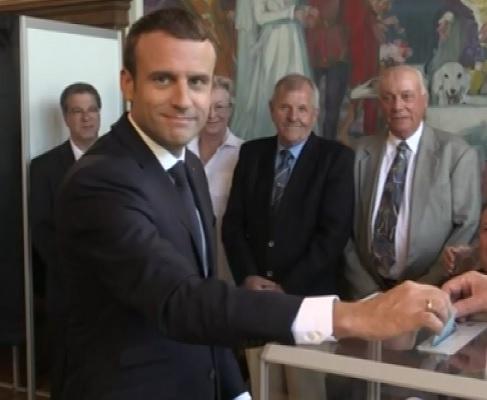 Vot final in Franta. Oamenii au fost asteptati la urne sa-si aleaga parlamentarii, in al doilea tur de scrutin - VIDEO