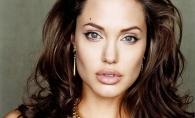 Multe femei vor sa arate ca Angelina Jolie, dar ea ii seamana perfect. Cine e femeia care pare sora geamana a vedetei - FOTO