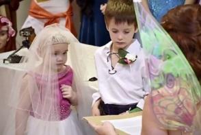 Povestea cutremuratoare a unei micute bolnave de cancer! Ultima dorinta a fost o nunta ca-n povesti! - VIDEO