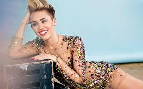 Miley Cyrus le-a aratat fanilor cum sarbatoreste venirea verii! Vezi in ce ipostaza sexy a fost surprinsa - FOTO