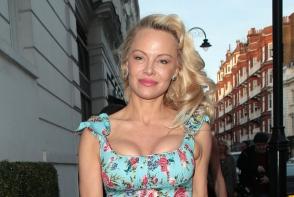 Pamela Anderson a cucerit un fotbalist celebru. Blonda face ravagii printre barbatii mai tineri- FOTO