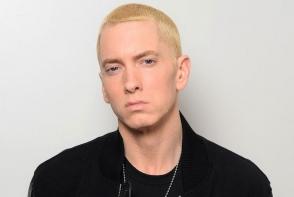 Eminem este de nerecunoscut la cei 44 de ani! Brunet si cu barba, rapperul poate trece neobservat pe langa oricine - FOTO