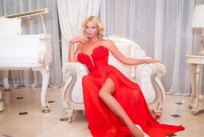 Vedeta cu cele mai lungi picioare din Rusia! Anastasia Volochkova, din nou pe sfoara - FOTO