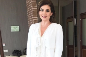 Jasmin Shor a mers la nunta luxoasa a unor prieteni. Cantareata n-a tinut cont de regula bunului gust si a purtat o tinuta alba - FOTO