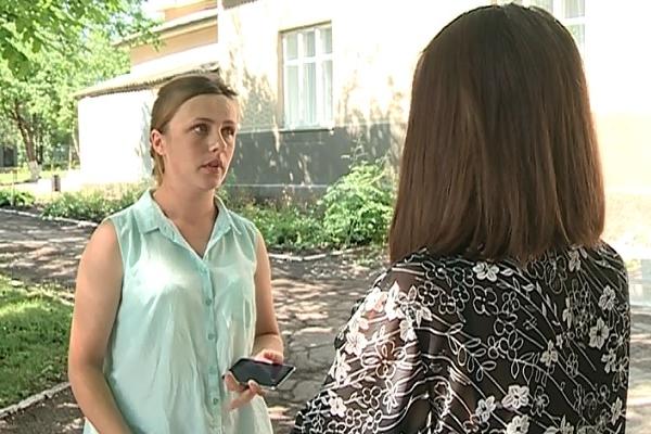 """Ar fi fost lasata singura sa-si nasca pruncul mort intr-un salon. O femeie din satul Calugar, Falesti acuza medicii din Balti ca nu i-au acordat ajutor: """"Am inceput a implora, va rog veniti sa ma ajutati ca nasc copilul"""" - VIDEO"""