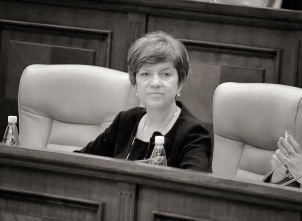 A murit deputatul PSRM Irina Mizdrenco. In varsta de 51 ani, parlamentara a fost rapusa de o boala incurabila - VIDEO