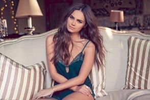 Acum este fericita langa un milionar egiptean, dar stiai ca modelul  Xenia Deli a mai fost casatorita? Iata cine a fost sotul ei - VIDEO
