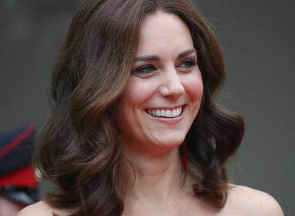 Kate Middleton, intr-o rochie superba de culoare rosie! Asa cum rar ai ocazia sa o vezi - FOTO