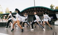Dansatorii de la Black and White, in niste costume fabuloase! Au dansat in stil vogue. Vezi momentul lor artistic - VIDEO