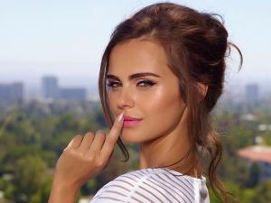 Xenia Deli, superba intr-o campanie de promovare a unui brand de cosmetica! Modelul apare cu breton si parul mai lung - FOTO