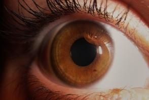 Stii care este semnificatia petelor inchise de pe iris? Iata ce persoane au un risc mai mare de a le avea - FOTO