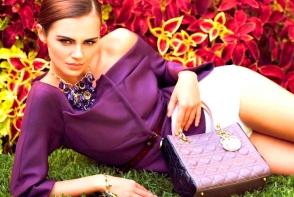 Xenia Deli le daruieste fanilor genti din garderoba sa! Uite ce modele luxoase de brand are moldoveanca - FOTO