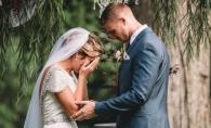 Mireasa a izbucnit in lacrimi in fata altarului. Invitatii si mirele au urmat-o imediat - VIDEO