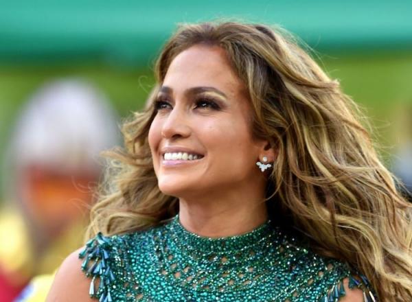 Ea este superba, la fel si sora ei! Jennifer Lopez are o sora care ii seamana foarte mult - FOTO