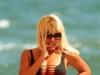 Elena Udrea, intr-un costum de baie senzual, la plaja. Uite cat de bine arata silueta policitianei. Nu are pic de celulita! FOTO