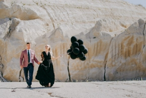 O cunoscuta moldoveanca de la noi s-a cununat in rochie neagra de mireasa! Vezi tinuta inedita - FOTO