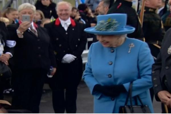 Regina Elisabeta a II-a si printul Philip au inaugurat oficial cel mai inalt pod din Marea Britanie. Regina a taiat panglica - VIDEO