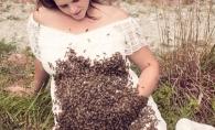 Ce a patit aceasta femeie insarcinata dupa ce 20.000 de albine s-au asezat pe burta ei! Totul s-a intamplat intr-un parc