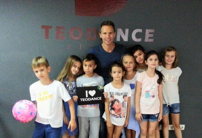 Creativitatea la superlativ, impreuna cu Teodor Radulescu! Cum s-au distrat cativa pici, de ziua usilor deschise la studioul Teo Dance - VIDEO