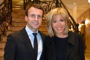 Povestea de dragoste dintre Emmanuel Macron si sotia sa a facut inconjurul planetei. Cum arata cele doua fiice ale ei - FOTO