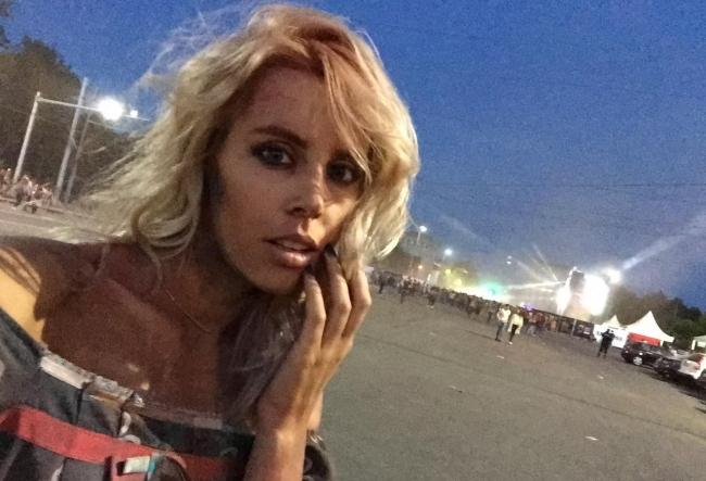 """Silvia Petrov, din PMAN: """"E mare nebunie aici!!!"""" Vezi cum se distreaza lumea la Festivalul Culorilor - VIDEO"""