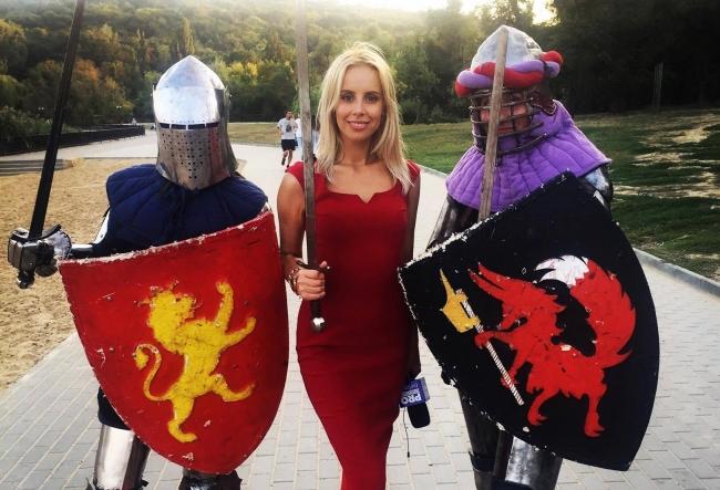 Silvia Petrov vrea sa stie totul despre luptele cu spada! Vezi cum se descurca femeile care practica acest sport periculos - VIDEO