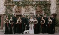 La cererea miresei, domnisoarele de onoare au purtat rochii negre. Invitatii au ramas fara cuvinte cand au aflat motivul - FOTO